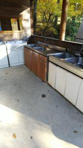 オートキャンプ沢谷炊事場 洗面台もある