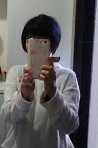 短い髪の私