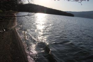 夕日と屈斜路湖